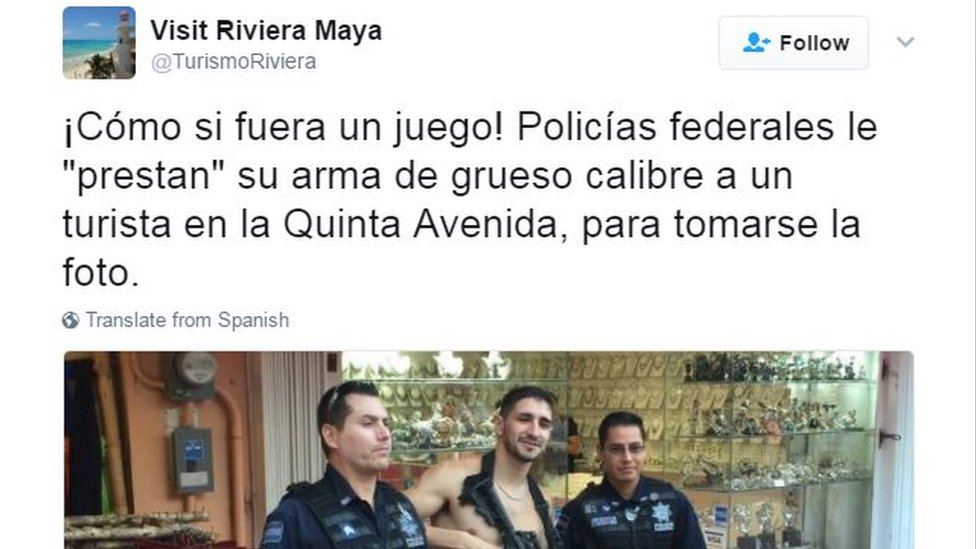 "Tweet reading ""As if it was a game! Federal police officers ""lend"" their big-calibre gun to a tourist in Quinta Avenida for a photo"