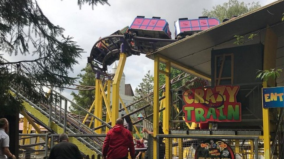 Gulliver's World: Stuck rollercoaster staff 'really on the ball', says fire chief