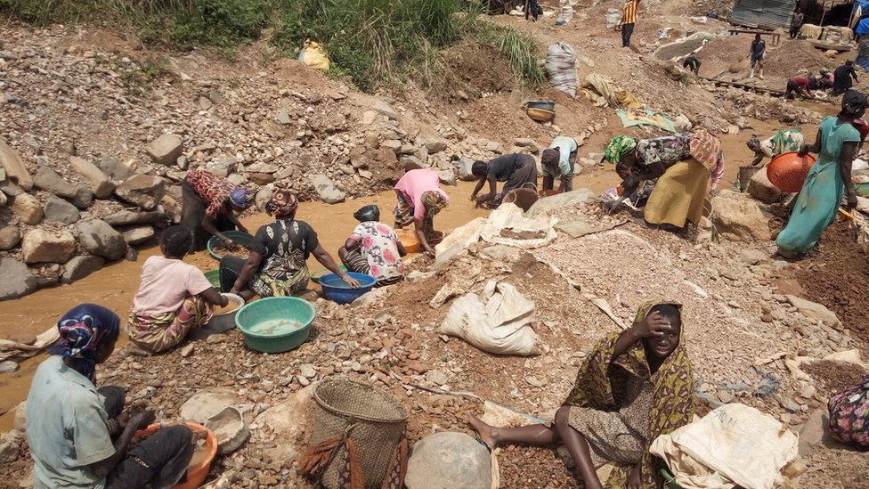 Congolese miners work in an artisanal gold mine near Kamituga in eastern Democratic Republic of Congo on May 22, 2019.