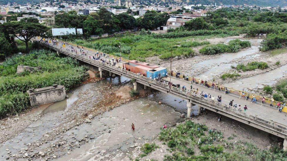 Puente fronterizo