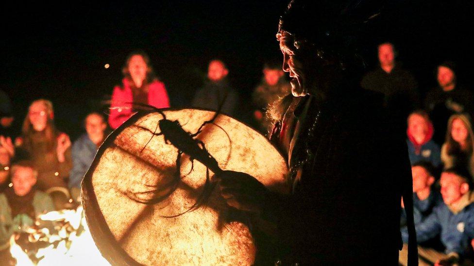 Šamani su priskočili u pomoć vladi