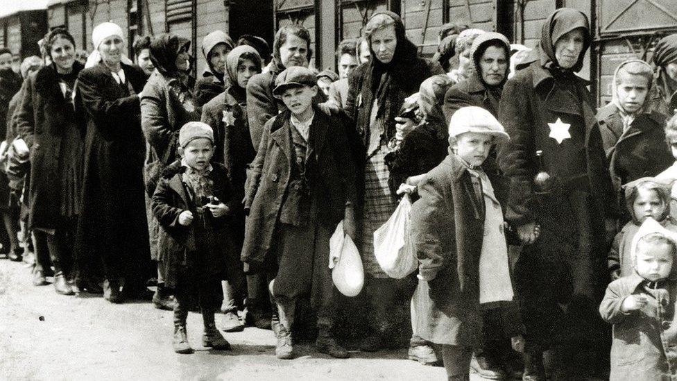 Liberación de Auschwitz: la dramática historia de los Sonderkommandos, los  judíos forzados a trabajar en las cámaras de gas durante el Holocausto -  BBC News Mundo