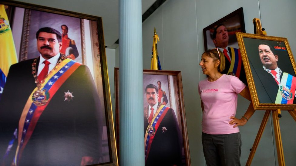 Medea Benjamín, líder de Codepink, encabeza también el Colectivo de Defensa de la Embajada.