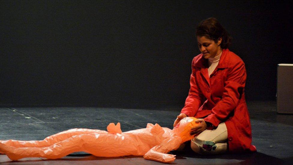 Obra de teatro sobre la mataviejitas en Ciudad de México.