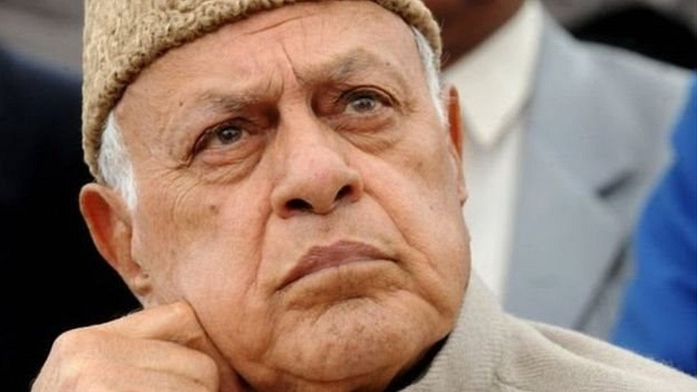 कश्मीरः फ़ारूक़ अब्दुल्ला PSA के तहत हिरासत में: पाँच बड़ी ख़बरें