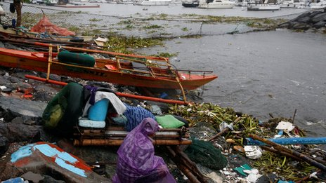Manila bay after Typhoon Sarika slammed central and northern Philippines