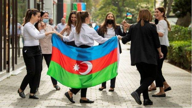 BBC記者在阿塞拜疆首都巴庫報道說,當地的慶祝者認為經過長期戰鬥他們已經取得了關鍵的勝利