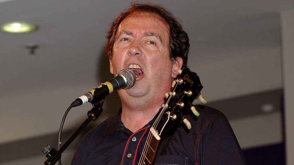 BBC News - Pete Shelley: Stars' tributes show Buzzcocks singer's huge influence