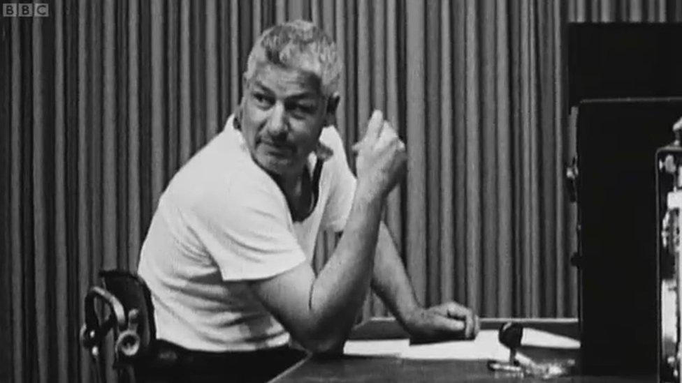 Imagen extraída de las grabaciones del experimento de Milgram de 1963, emitidas en un documental de archivo de la BBC.