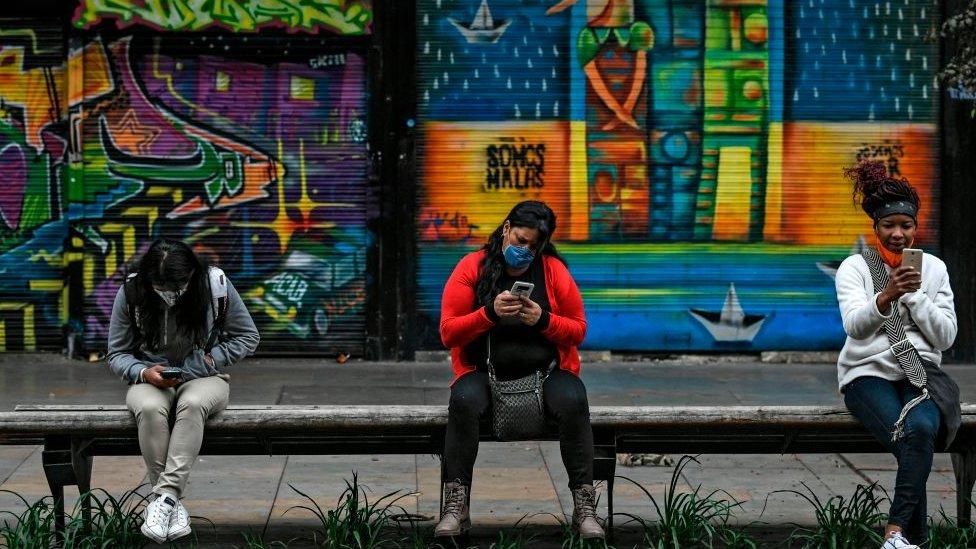 Mujeres en Bogotá.