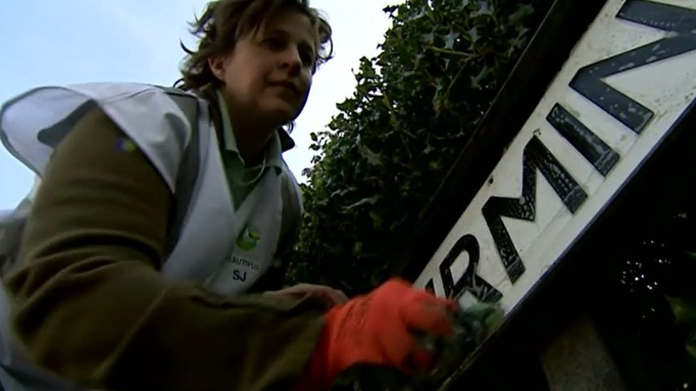 Bromsgrove woman on mission to clean filthy road signs
