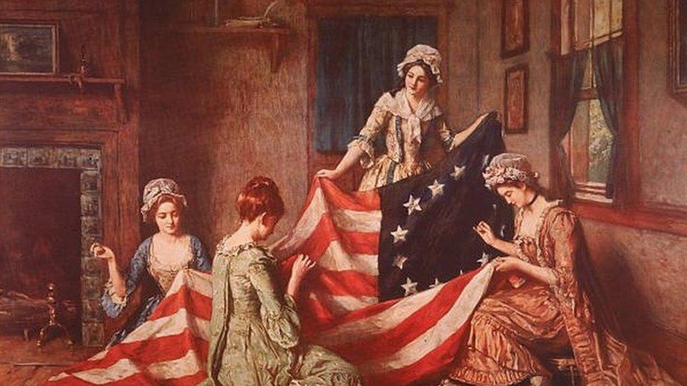 """لوحة هنري موسلر """"ولادة العلم"""" تصور بيتسي روس ومساعداتها يقمن بخياطة العلم الأمريكي الأول بفيلادلفيا في بنسلفانيا في عام 1777"""