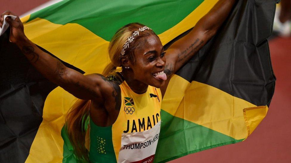 Thompson-Herah tras ganar la carrera.