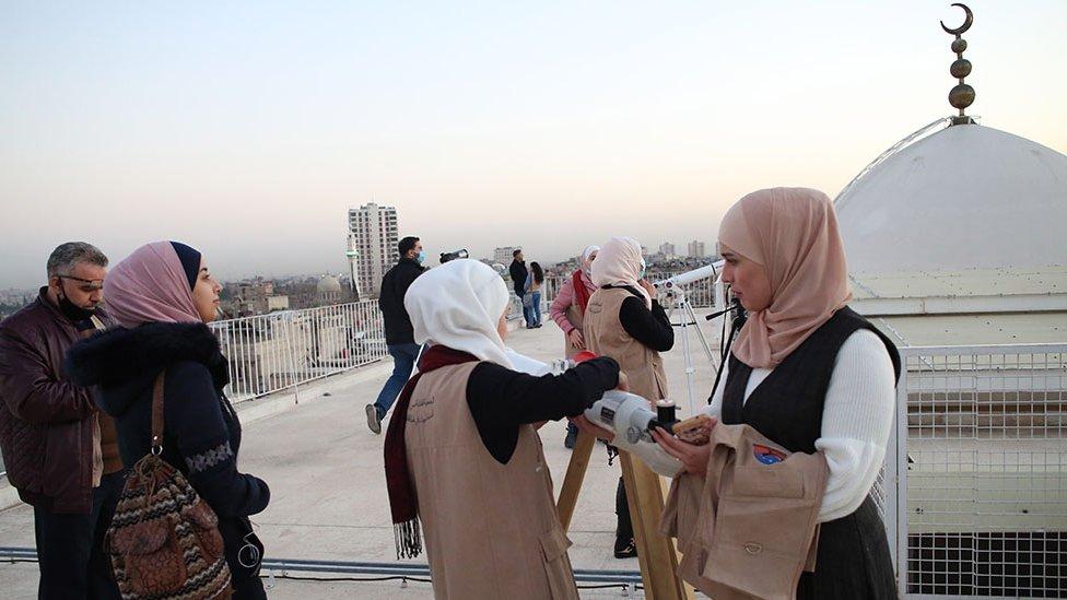 Syrians observe through telescopes