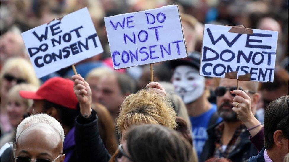 Manifestantes protestam contra medidas anticoronavírus em Londres