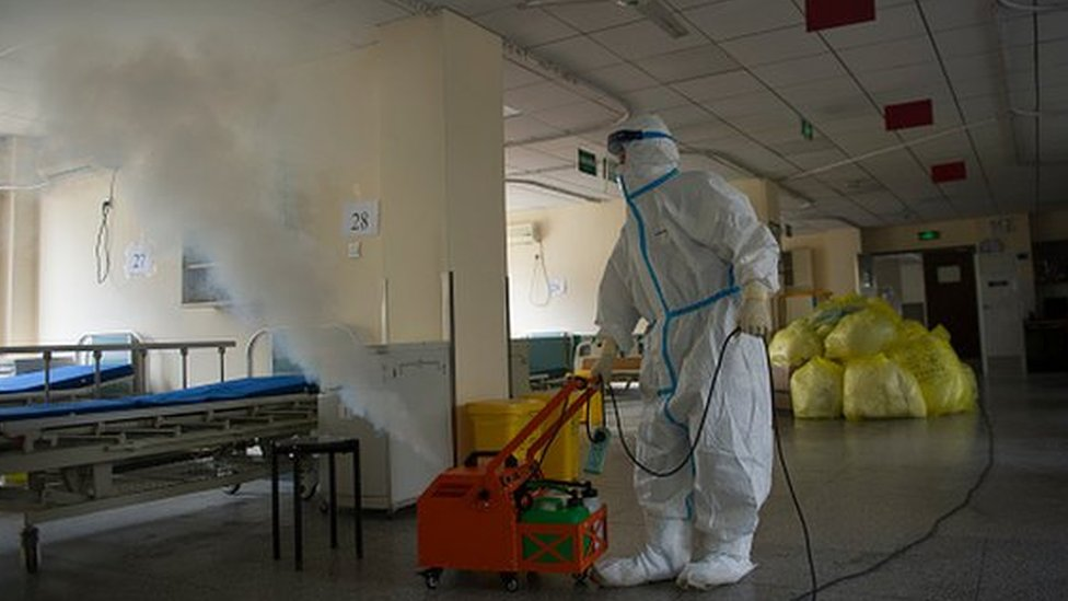 Desinfección en un hospital chino