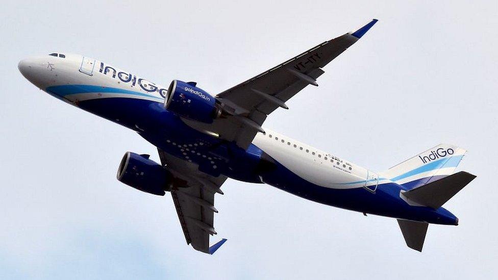 विमान में धुआं, यात्री कर रहा था स्मोकिंग, गिरफ़्तार- पांच बड़ी ख़बरें