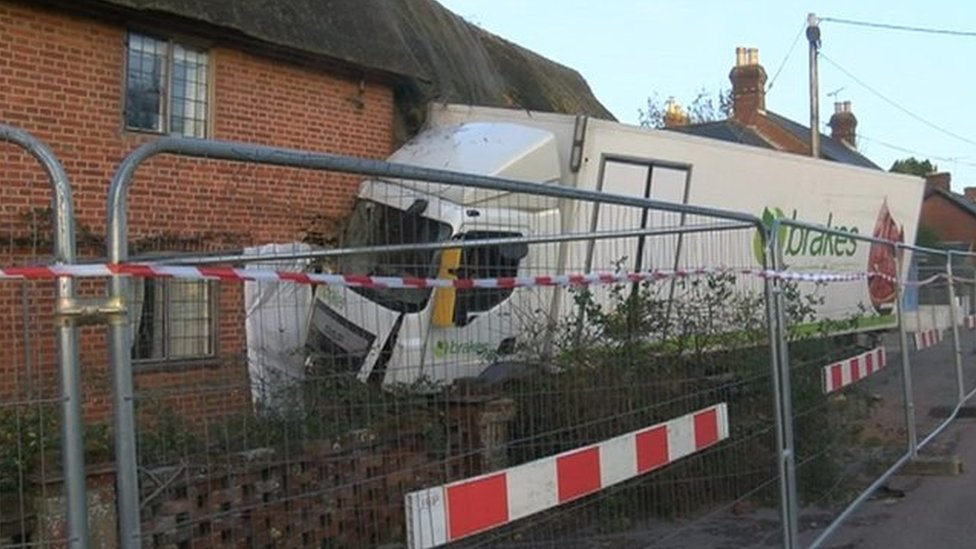 Crashed lorry 'holding up' Breamore cottage