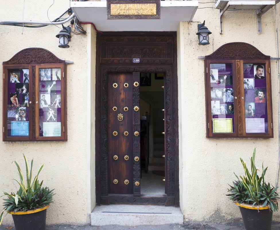 Fotografía de la casa donde vivió Mercury de pequeño en Zanzíbar.