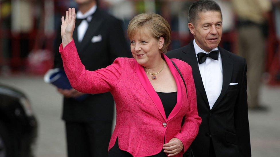 Merkel, junto a su marido, Joachim Sauer.