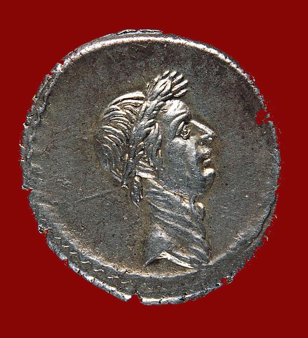 Moneda con cara de Julio César