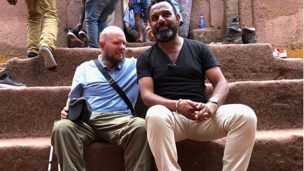 Džajls sa vodičem iz Etiopije