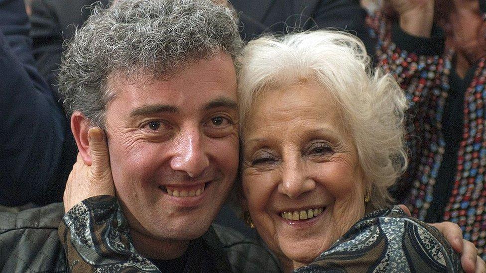 Estela de Carlotto junto a su nieto Guido