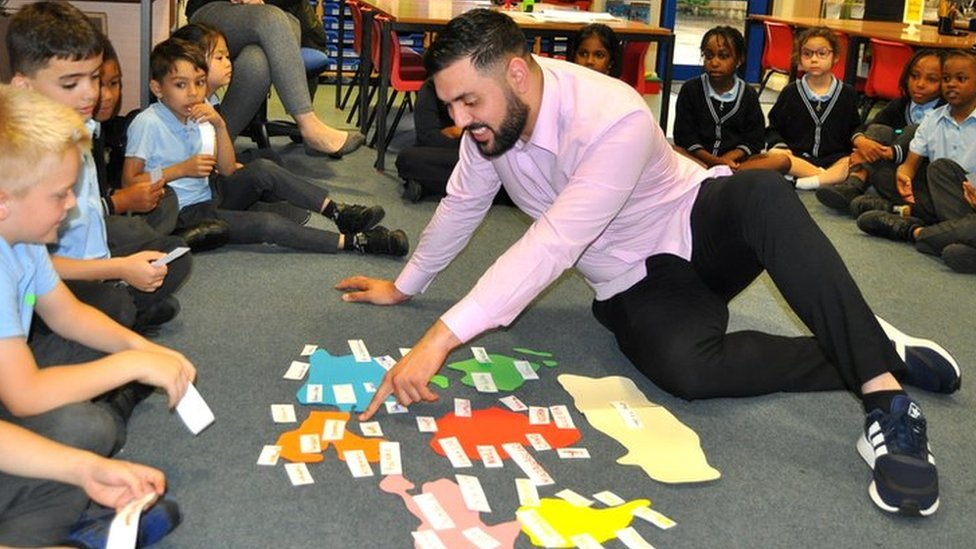 Roma translator boosts pupils' learning and health at 38-language school