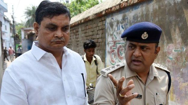 Brajesh Thakur dituduh memperkosa dan melakukan penyerangan seksual.