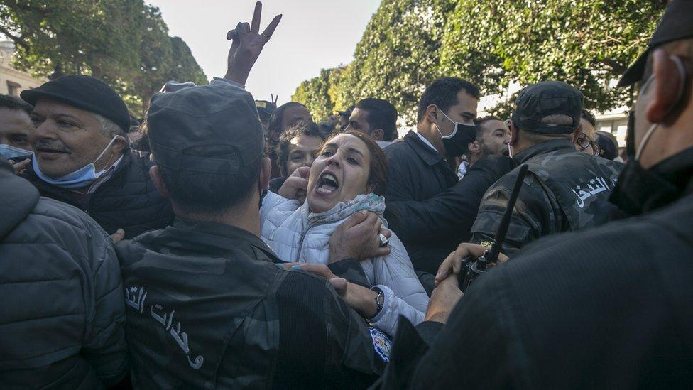 الاحتجاجات امتدت قبل أيام إلى شارع الحبيب بورقيبة وسط العاصمة
