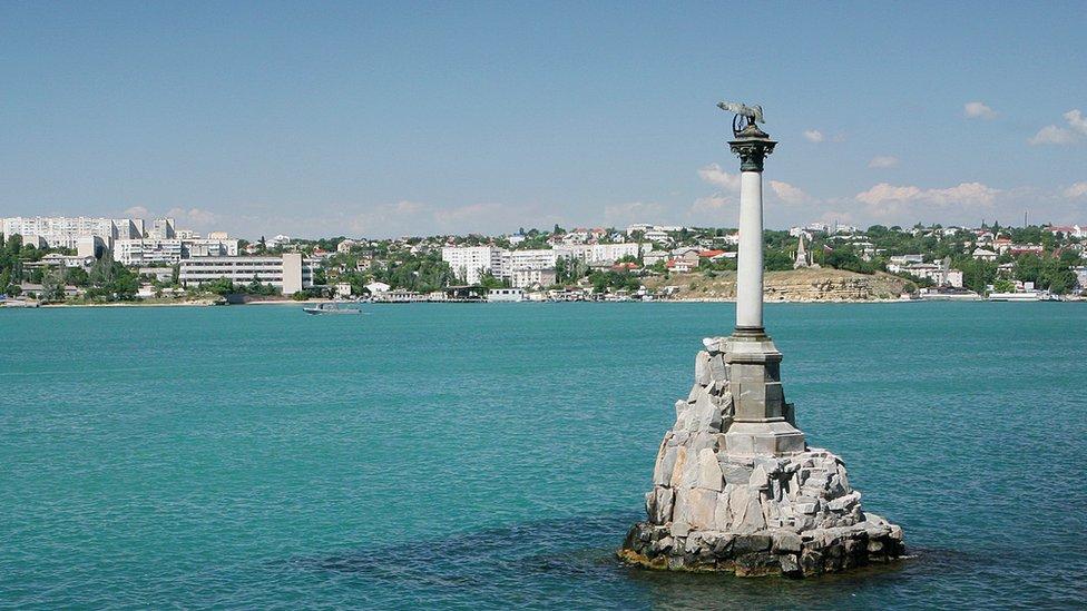 Пам'ятник затопленим кораблям у Севастополі