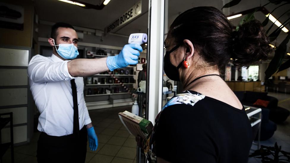 Коронавирус: ВОЗ предупреждает о второй волне, Дания открывает границы для влюбленных, вспышка на Белорусской АЭС