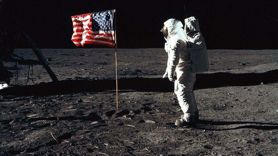 Američki astronaut na Mesecu