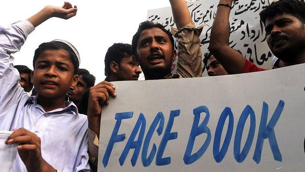 Pakistan, Facebook