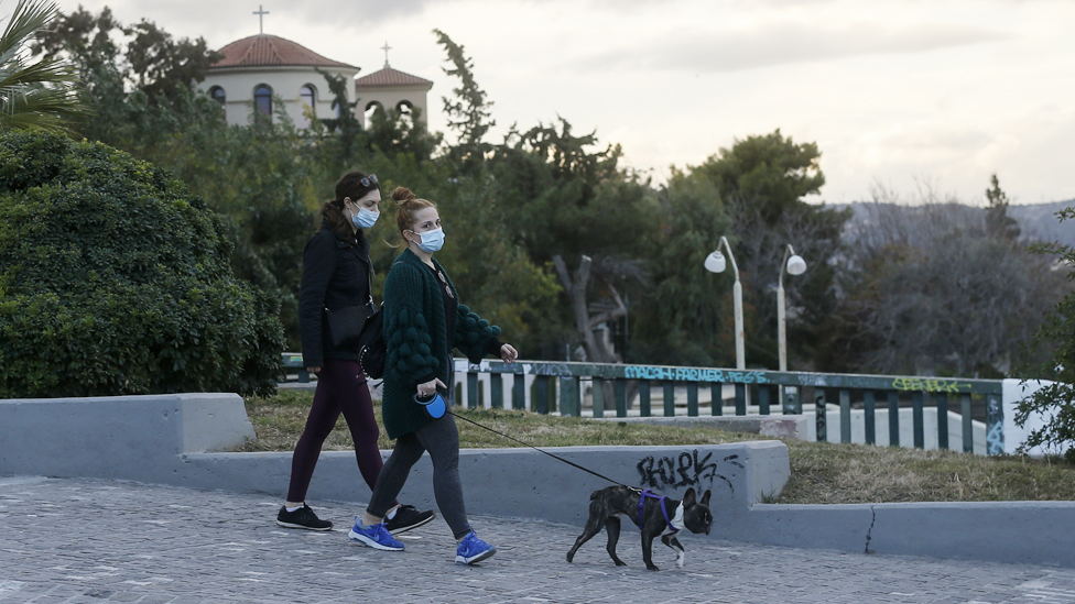 Atina'da kısıtlamalar önümüzdeki haftalarda da geçerli.