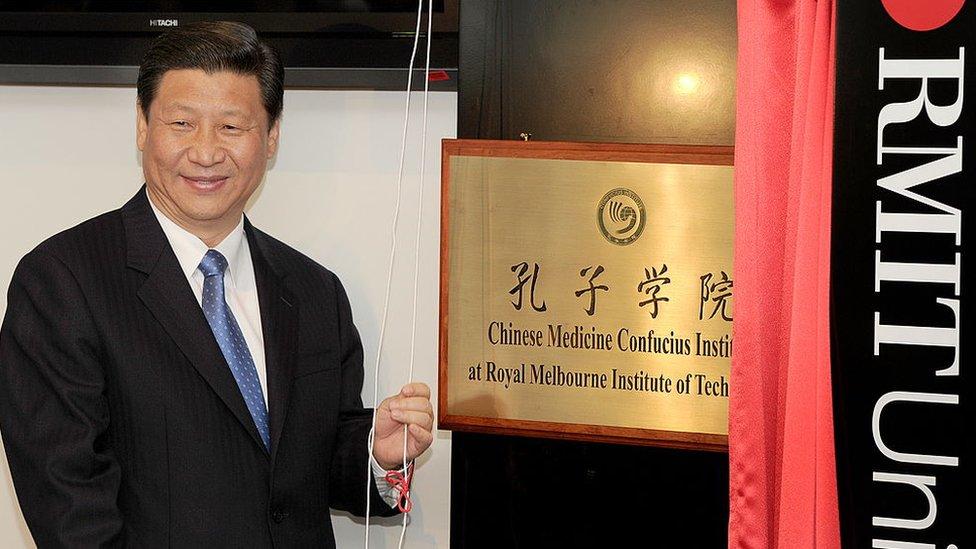President China Xi Jinping pada pembukaan Confucius Institute di RMIT University, Melbourne pada tahun 2010