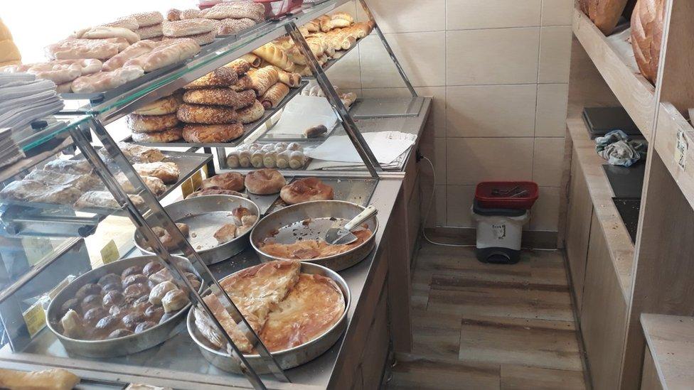 Korona virus, siromaštvo i solidarnost: Pekari koji širom Srbije dele besplatan hleb i peciva