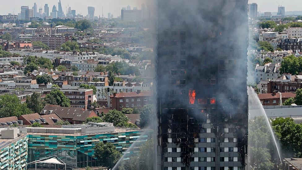 Torre Grenfell ardiendo el 14 de junio de 2017