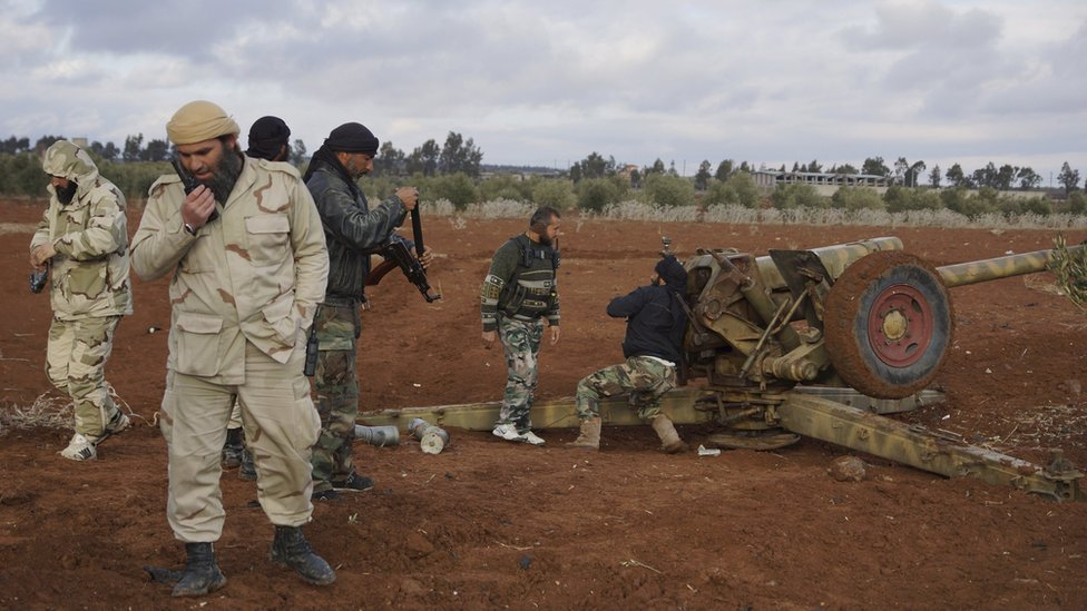 Syrian rebels prepare to fire artillery towards government positions west of Sheikh Miskeen (2 January 2016)