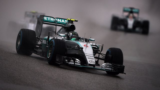 Nico Rosberg drives in qualifying at the United States Grand Prix