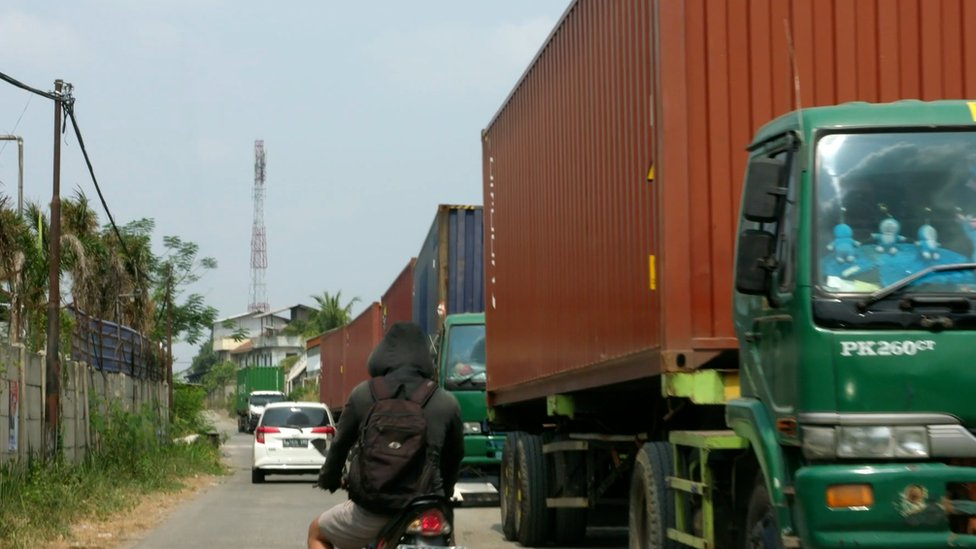 The BBC saw lorries that had been seized by Indonesian customs
