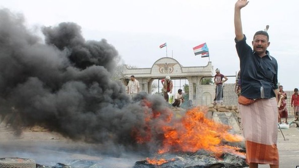 Supporters of renegade General Abdul Hafez al-Saqqaf in Aden (23/03/15)