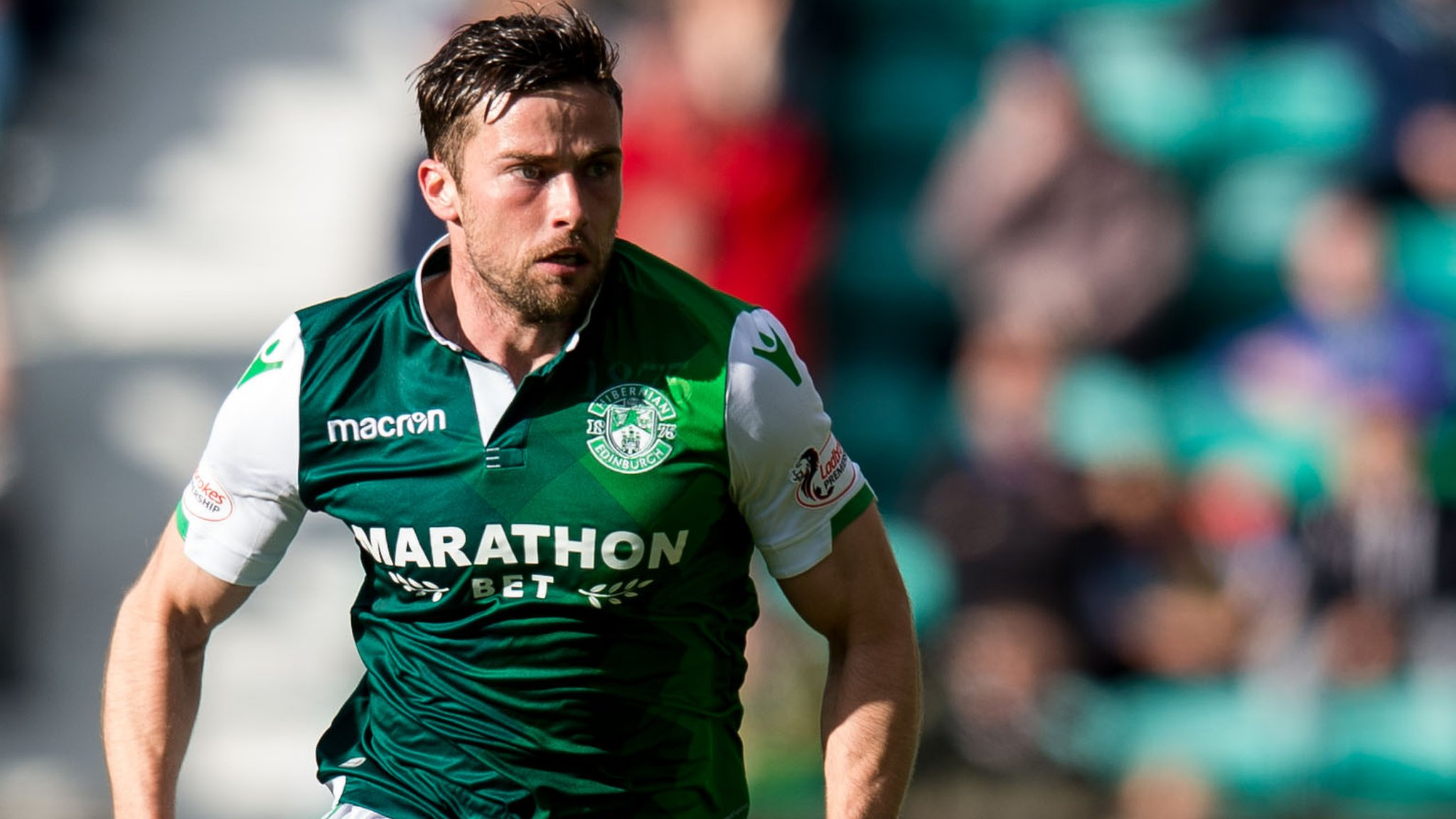 Long-serving Stevenson extends Hibs contract