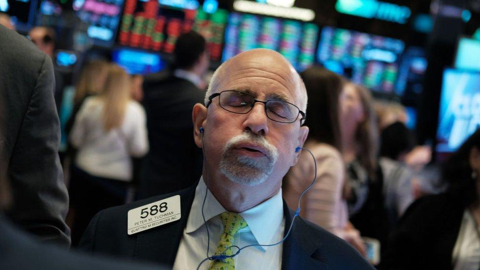周三美聯儲突然宣佈緊急降息,美股不漲反跌。