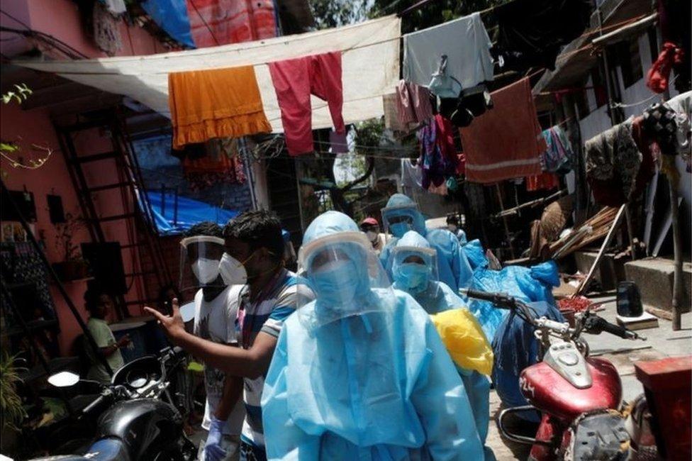 دارافي في مومباي هي واحدة من أكثر الأحياء الفقيرة وازدحاماً في العالم