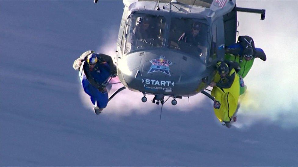 Wingsuit race
