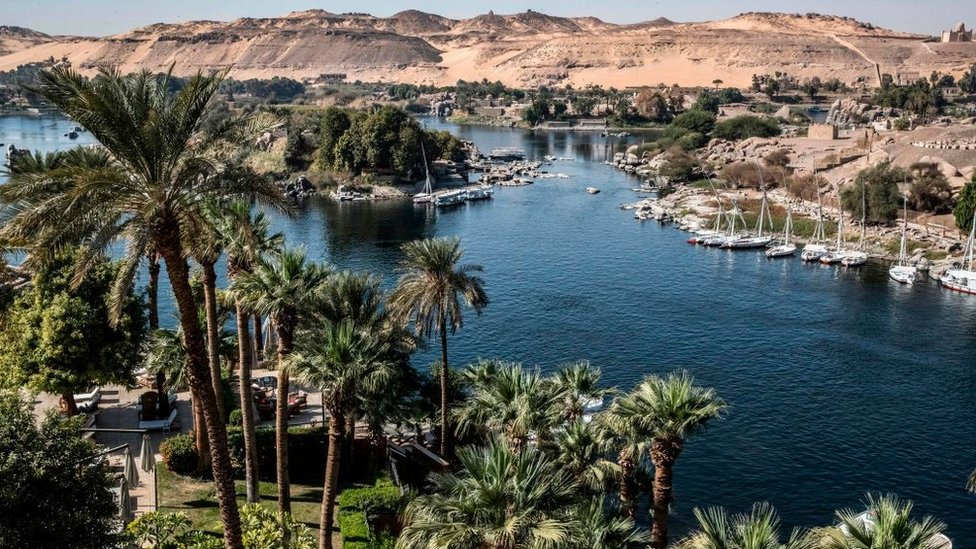 يعتبر نهر النيل من المعالم السياحية الرئيسية في مصر