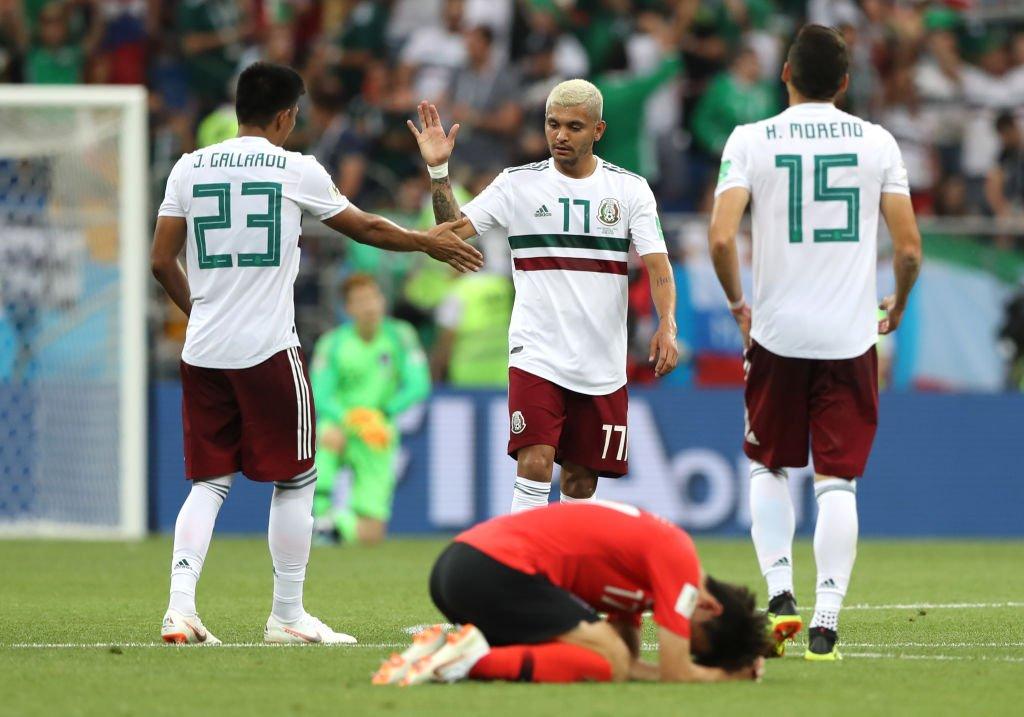 Trabajo cumplido. Las celebraciones de México contrasta con la desolación de los jugadores surcoreanos.