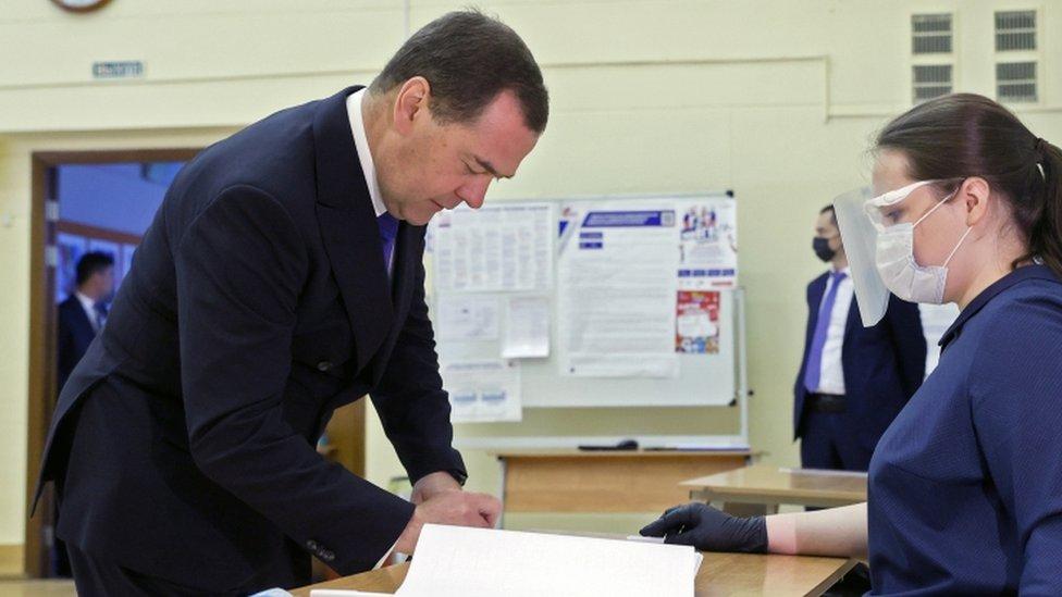 Dmitri Medvedev na glasanju o ustavnim promenama