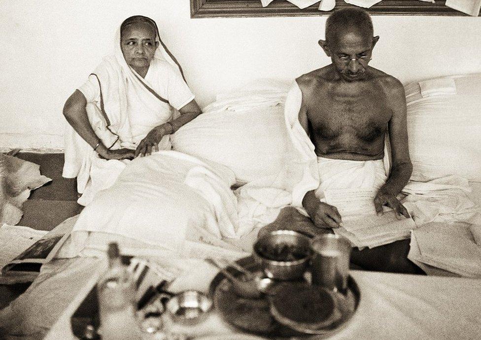 Gandhi y Kasturba